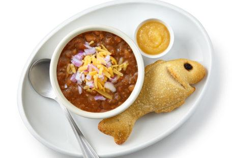 Kids beef chili with sourdough fish bread and applesauce